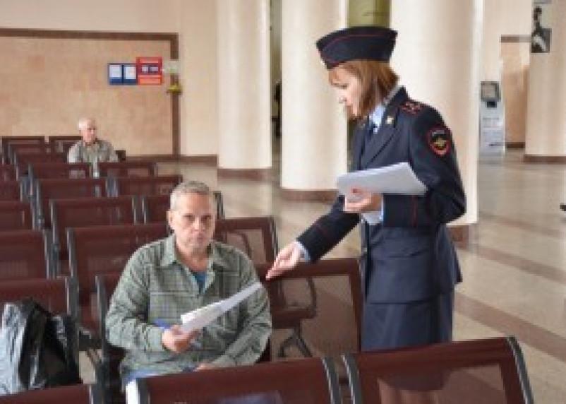 Пассажиры смоленских вокзалов узнали о строящемся памятнике погибшим солдатам правопорядка