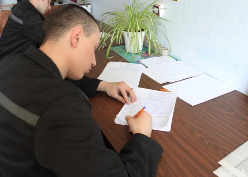Смоленские осужденные сдают выпускные экзамены