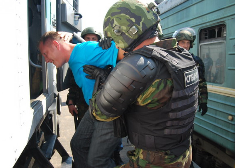 Сотрудники УФСИН и ОМОН «успокаивали» взбунтовавшихся осужденных
