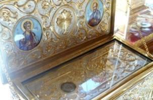 В Смоленск из Рима привезены частицы мощей апостолов Петра и Павла
