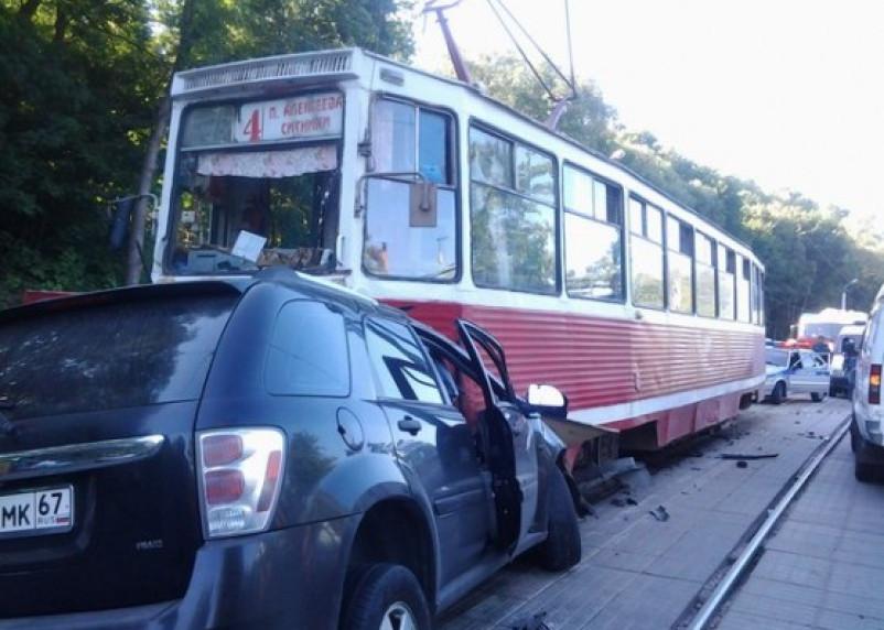 В Смоленске в ДТП с трамваем погиб человек
