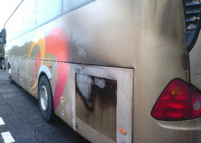 В Смоленской области загорелся моторный отсек автобуса, в котором ехали дети