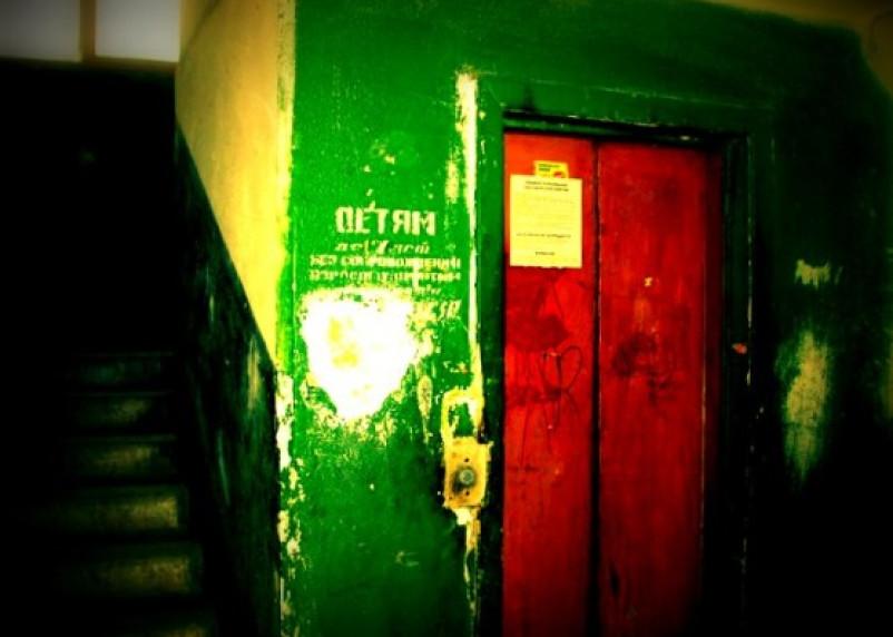 Поездка в лифте оказалась фатальной для 67-летней смолянки
