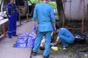 Возле Смоленской областной больницы обнаружен мертвый мужчина