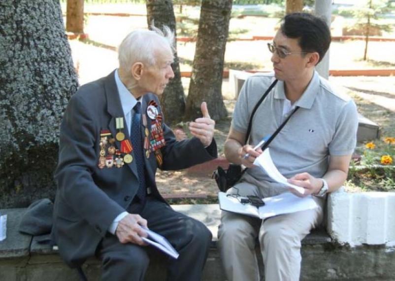 Южнокорейский историк встретился со смоленскими ветеранами