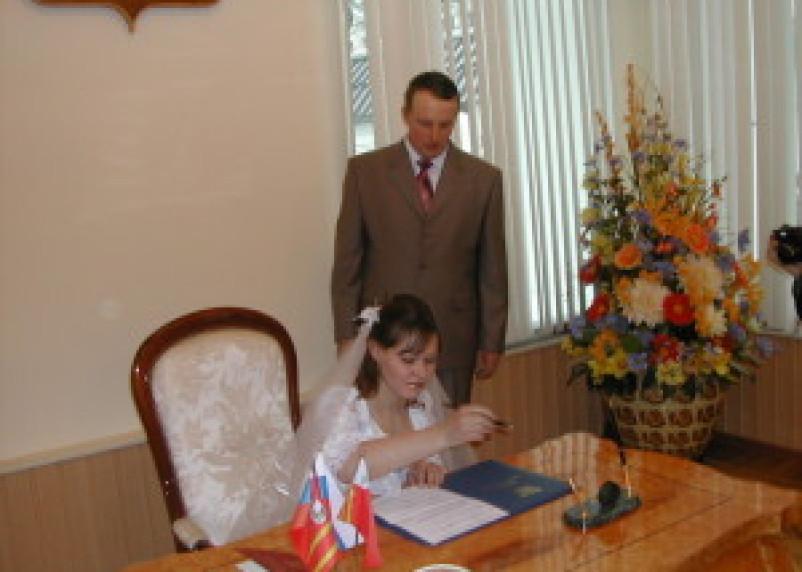 В июле в Смоленске отпраздновали свадьбу 447 пар