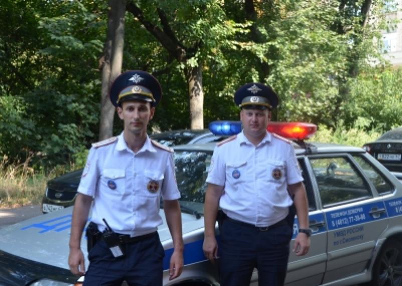 Инспекторы ДПС спасли 14-летнюю смолянку