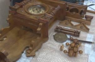 Через смоленскую таможню пытались перевезти старинные швейцарские часы