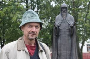 Памятник Святому Авраамию Смоленскому уже смонтирован