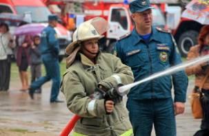 Смоленские спасатели провели в Лопатинском саду праздник безопасности