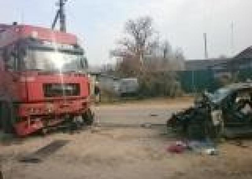 В Монастырщинском районе в аварии с фурой погибла 19-летняя девушка
