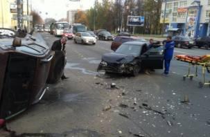 На Медгородке в Смоленске столкнулись ВАЗ и Рено