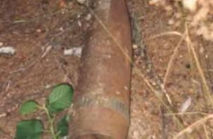 В Смоленске на автобусной остановке найден артиллерийский снаряд