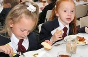 Городские власти планируют поднять стоимость обедов и завтраков в школах