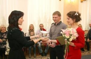 В Смоленске зарегистрирована трехтысячная пара