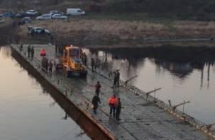 Тульские спасатели с плавающими транспортерами покинули Велиж