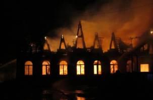 В Ярцево сгорело кафе «Тет-а-тет»