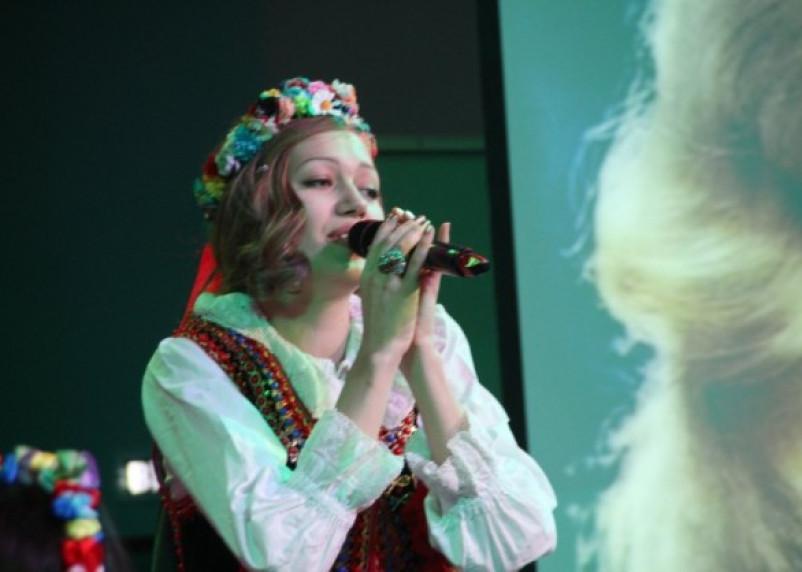 Смоленская певица Ксения Ларуссо выступила в роли Анны Герман