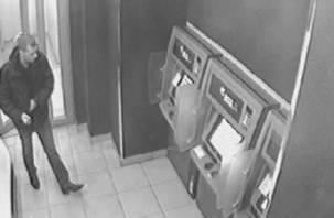 В Смоленске с банковской карты пенсионерки сняли 240 тысяч рублей