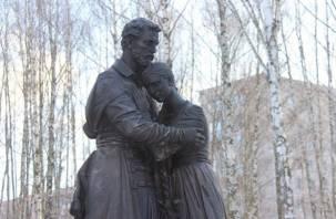 В Десногорске открылся памятник Петру и Февронии