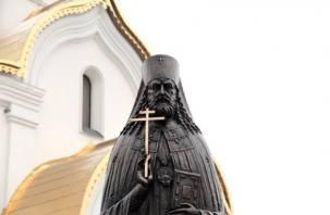 В Катыни открыли памятник священномученику Серафиму Остроумову