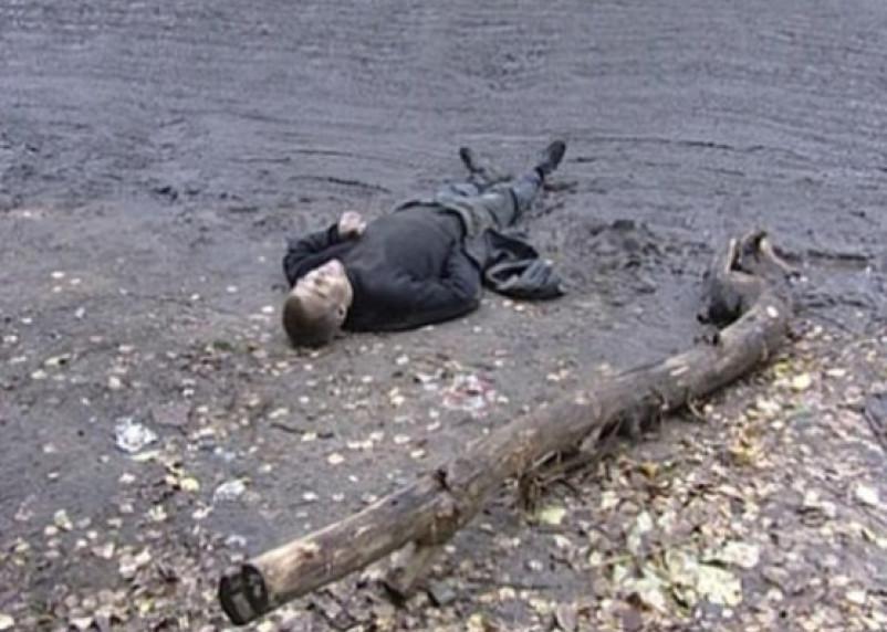 В Смоленском районе на обочине найден убитый молодой мужчина