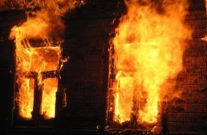 Следователи устанавливают причину гибели в пожаре четырех человек