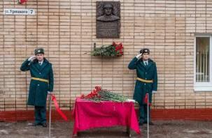 В Смоленске на здании ГУ МЧС появилась мемориальная доска Алексею Капустину