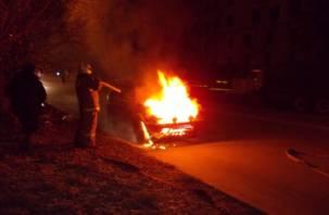 Двое смолян на улице Нахимова из мести подожгли машину своего знакомого