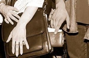 В смоленском троллейбусе задержан 30-летний карманник со стажем