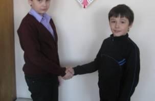 Рославльский школьник спас упавшего под лед друга