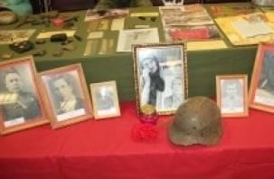 Смоленские поисковики передали вещи павших воинов их родственникам