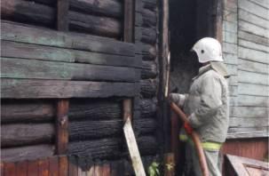 В Смоленске на улице Шевченко горят бараки
