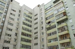 В микрорайоне Королевка Смоленска с балкона упала девочка