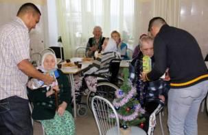 Офицеры из Никарагуа поздравили смоленских стариков