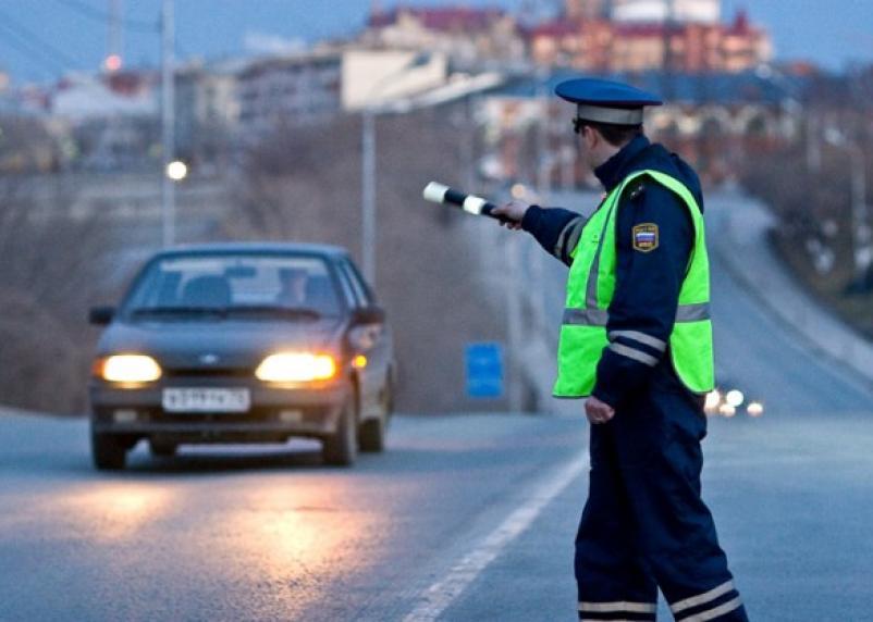 В Смоленске водитель укусил инспектора ГИБДД