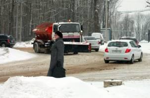 Смоленск убирают от снега в усиленном режиме. На самом деле нет