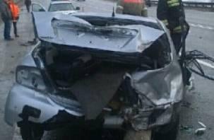 В Смоленской области легковой автомобиль столкнулся с фурой
