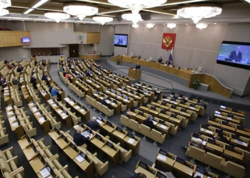 Думское большинство отказалось ущемлять в правах госслужащих