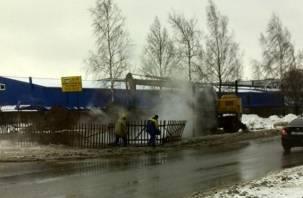 В Смоленске на Индустриальной опять раскапывают магистральный трубопровод