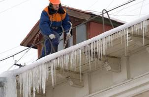 Смоленским управляющим компаниям рекомендовали очистить крыши
