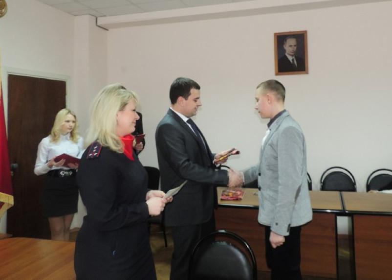 Смоленским школьникам вручили паспорта