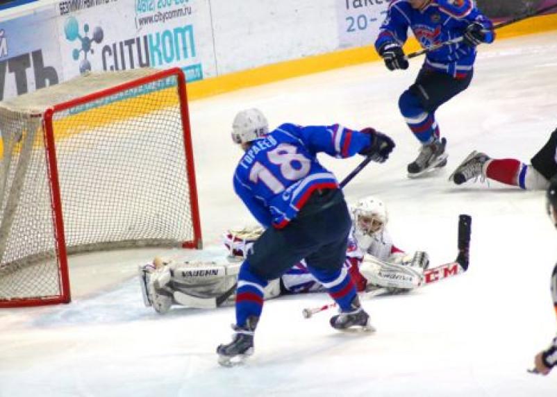 Смоленские хоккеисты начали серию плей-офф с победы