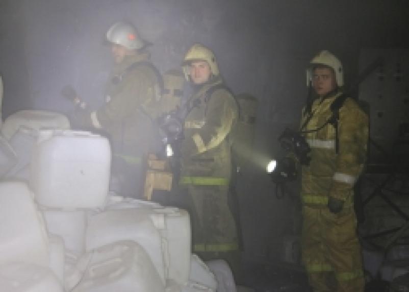 На улице Крупской загорелись складские помещения