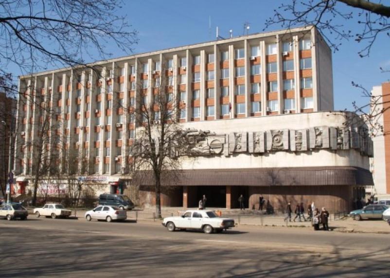 Угроза теракта стала причиной эвакуации девятиэтажного здания в Смоленске