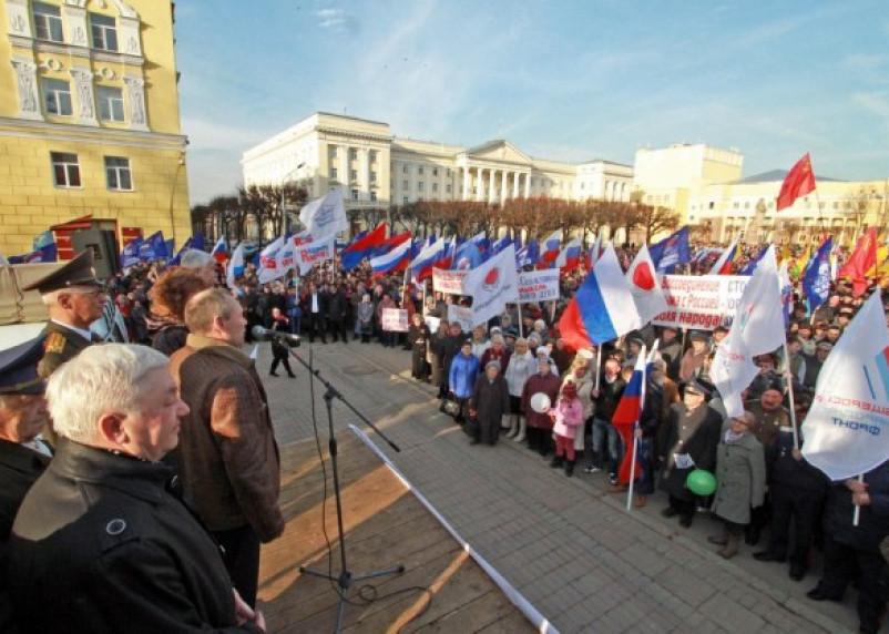 Смоляне вышли на митинг, приуроченный воссоединению Крыма с Россией