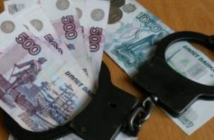 Смоленские стражи порядка выявили следователя-коррупционера