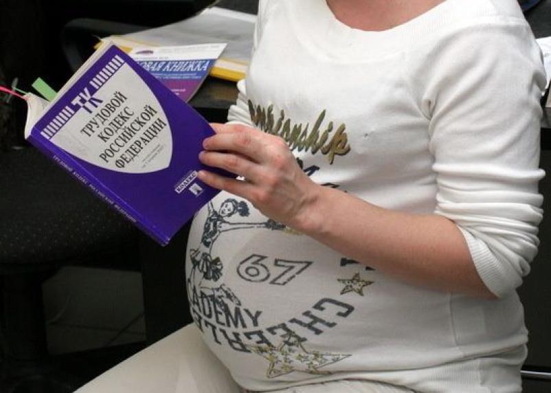 Директор смоленского агрокомплекса заставлял работать беременную женщину