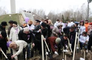 В Смоленске высадили сирень Победы