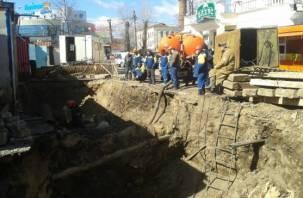 На улице Желябова в Смоленске вновь раскапывают трубопровод